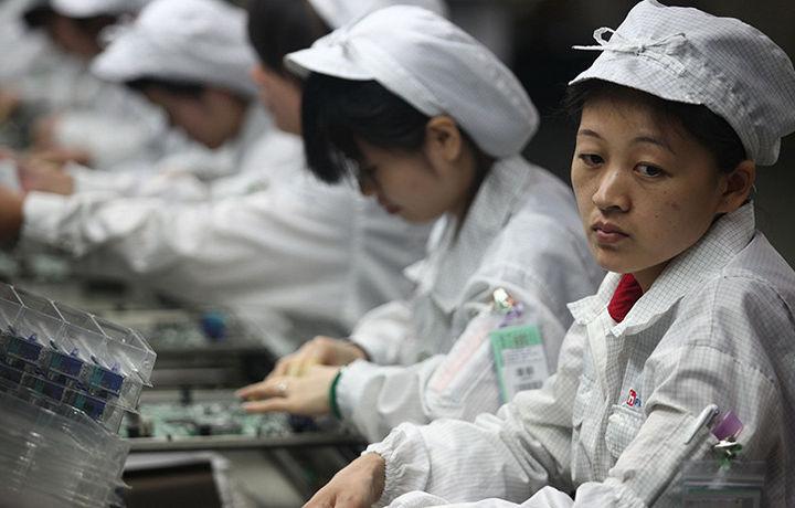 Apple снижает производство новых моделей iPhone