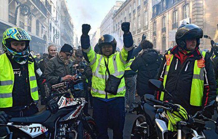 Полиция Парижа задержала 14 протестующих на акции «желтых жилетов»