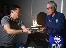 Главному тренеру сборной Узбекистана Эктору Куперу сегодня исполнилось 63 года