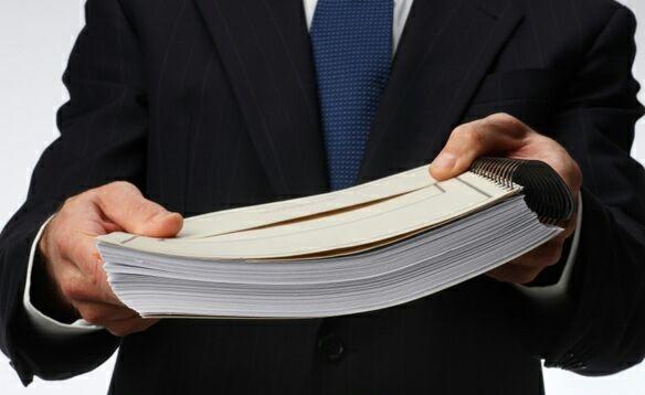 Министерство юстиции: требовать справкуоб отсутствии задолженности при выплатезарплаты незаконно